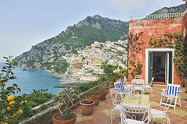 A typical villa of the Amalfi coast, built on the slopes of the terraced gardens of lemon. From the terrace can be see the magnificent view of the village ofPositano, Amalfi Coast, Campania, Italy, Europe