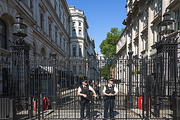 Police Officers on duty at the gates to 10 Downing Street, Prime Ministers Offices, Whitehall, London, England, United Kingdom, Europe