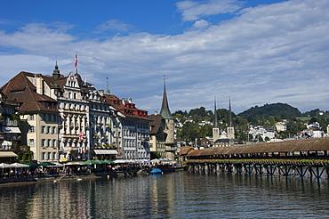 River Reuss and Kapellbrucke, Hofkircke beyond, Lucerne, Switzerland, Europe