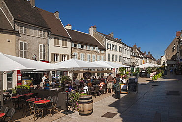 Town Square, Nuit Saint Georges, Wine area, Beaune, Cote d'Or, Burgundy, France, Europe