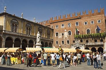 Piazza del Signori with the Dante statue, Chamber of Commerce 1301, and Scaligeri Palace, Verona, UNESCO World Heritage Site, Veneto, Italy, Europe