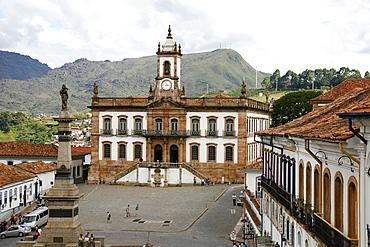 Praca Tiradentes with the statue of Tiradentes and Museu da Inconfidencia, Ouro Preto, UNESCO World Heritage Site, Minas Gerais, Brazil, South America