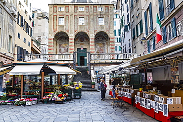 Piazza Banchi in the old town, Genoa, Liguria, Italy, Europe