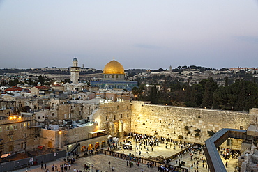 View over the Western Wall (Wailing Wall) and the Dome of the Rock Mosque, UNESCO World Heritage Site, Jerusalem, Israel, Middle East