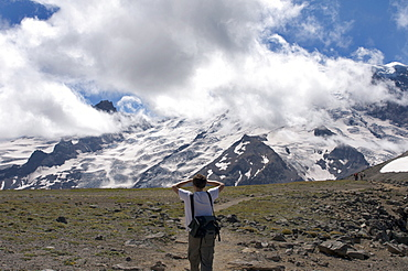 Man looking at Mount Rainier from trail, Mount Rainier National Park, Washington State, United States of America, North America