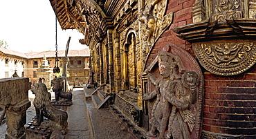 Fine metalwork and stone carvings, Changu Narayan temple, Kathmandu valley, Nepal, Asia