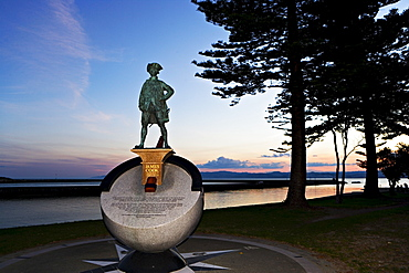 Statue of James Cook who first stepped ashore here at Poverty Bay in 1769, Gisborne, North Island, New Zealand, Pacific