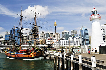 Replica of Captain Cook's Endeavour, National Maritime Museum, Darling Harbour, Sydney, New South Wales, Australia, Pacific