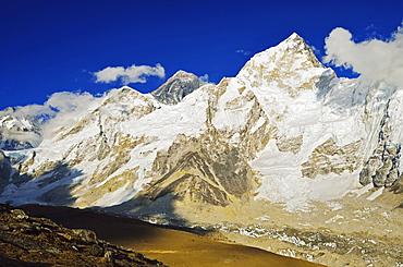 Mount Everest and Nuptse seen from Kala Patthar, Sagarmatha National Park, UNESCO World Heritage Site, Solukhumbu District, Sagarmatha, Eastern Region (Purwanchal), Nepal, Himalayas, Asia