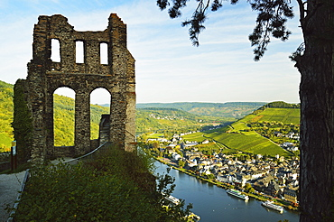 View from Grevenburg Castle of Traben-Trarbach and Moselle River (Mosel), Rhineland-Palatinate, Germany, Europe