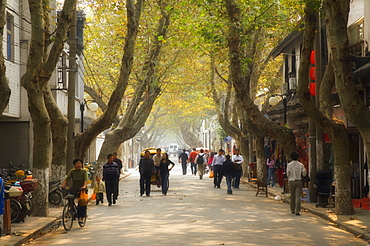 Street scene, Souzhou (Suzhou), China, Asia