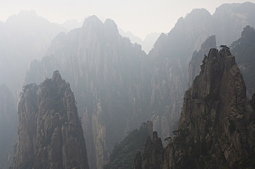 White Cloud Scenic Area, Mount Huangshan (Yellow Mountain), UNESCO World Heritage Site, Anhui Province, China, Asia