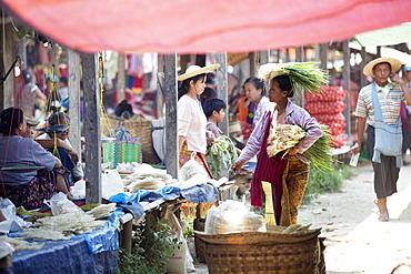 Woman selling green onions, Inle Lake, Myanmar (Burma), Asia