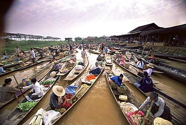 Floating market, Inle Lake, Shan State, Myanmar (Burma), Asia