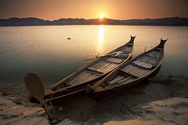 Fishing boats, Irrawaddy (Ayeyarwady) River, Myanmar (Burma), Asia - 757-64