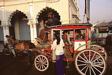 Horse-drawn taxi, Pin Oo Lwyn, Myanmar (Burma), Asia