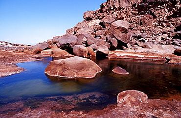 Volcanic spring beside Lac Assal, Lake Assal, Djibouti, Djibuti, Africa, Afar Triangle