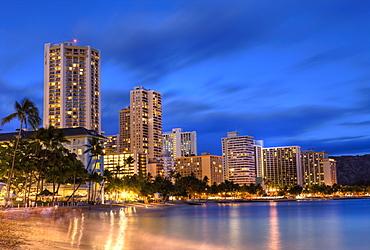 Waikiki Beach at Sunset, Honolulu, Oahu, Pacific Ocean, Hawaii, USA
