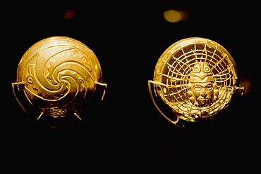 Gold Artifacts Moche (Mochica) Culture, 100 to 700AD, NCoast necklace from Old Lord of Sipan Tomb, 200AD, with gold spiders (front and back details), Peru