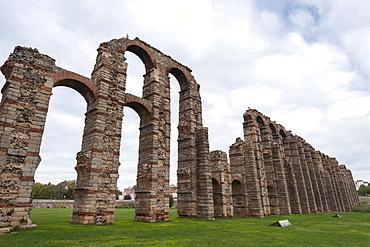 Roman Aqueduct in Merida, UNESCO World Heritage Site, Badajoz, Extremadura, Spain, Europe