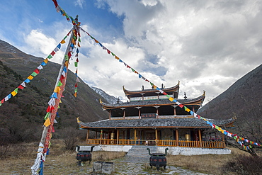 Huanglong Middle Temple, Huanglong, Sichuan province, China, Asia