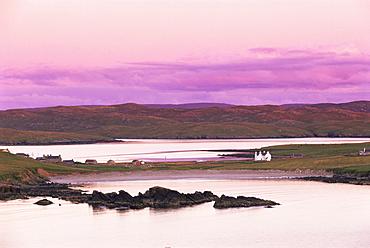 Sand Wick and Hillswick at sunset, Eshaness Peninsula, Northmavine, Shetland Islands, Scotland, United Kingdom, Europe