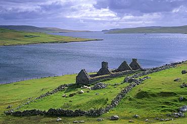 Ruined crofthouse and loch, West Mainland, Shetland Islands, Scotland, United Kingdom, Europe