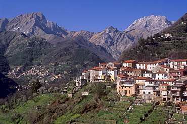 Village of Parania, near Massa, in Apuane Alps, with Carrara marble quarries in distance, Tuscany, Italy, Europe