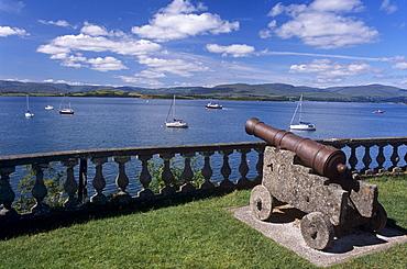 Gun protecting Bantry Bay, gardens of Bantry House, Bantry, County Cork, Munster, Republic of Ireland, Europe