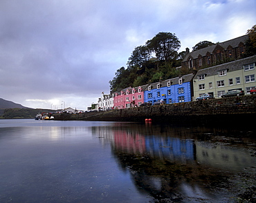 Portree harbour and painted houses, Portree, Isle of Skye, Inner Hebrides, Scotland, United Kingdom, Europe