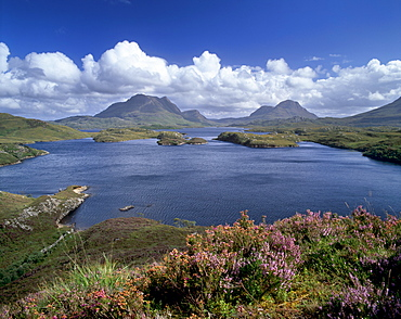 Inverpolly Nature Reserve, Loch Sionascaig, Cul Mor on left, 849m, and Cul Beag, Highland region, Scotland, United Kingdom, Europe