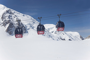 The cable car between Italy and France through the Mont Blanc Massif, Aiguille du Midi, Chamonix, Haute Savoie, French Alps, France, Europe