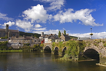 Bridge over the River Suir, Carrick-on-Suir Town, County Tipperary, Munster, Republic of Ireland, Europe