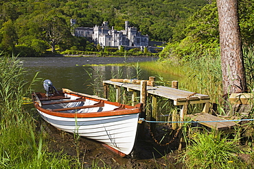 Kylemore Abbey and Lake, Connemara, County Galway, Connacht, Republic of Ireland, Europe