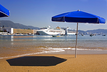 Tlacopanocha Beach in Old Town Acapulco, State of Guerrero, Mexico, North America