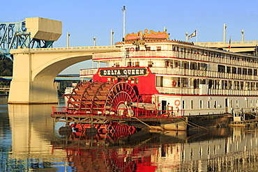 Delta Queen Riverboat and Market Street Bridge, Chattanooga, Tennessee, United States of America, North America
