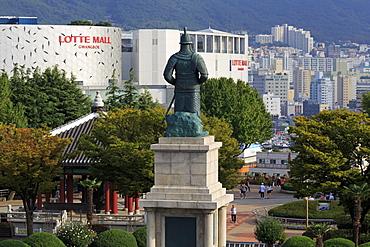 Admiral Yi Sun-Shin (Yi Sun-Sin) statue, Yongdusan Park, Busan, South Korea, Asia