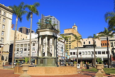 Broadway Fountain, Horton Plaza Park, Gaslamp Quarter, San Diego, California, United States of America, North America