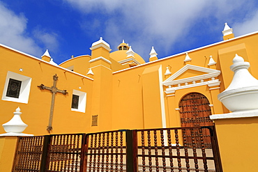Cathedral Basilica, Plaza de Armas, Trujillo, Peru, South America