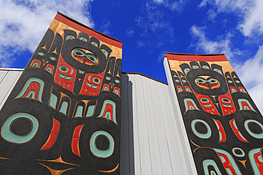 Totem Pole, Sheet'ka Kwaan Naa Kahidi Community House, Sitka, Alaska, United States of America, North America