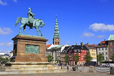 Frederik VII Statue, Christiansborg Palace, Copenhagen, Zealand, Denmark, Scandinavia, Europe