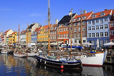 Boats on Nyhavn Canal, Copenhagen, Zealand, Denmark, Scandinavia, Europe