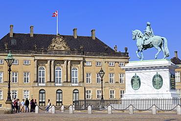 Frederik V Statue, Amalienborg Palace, Copenhagen, Zealand, Denmark, Scandinavia, Europe