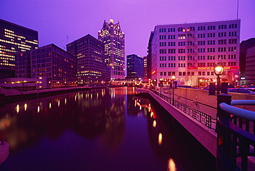 Milwaukee River and skyline, Milwaukee, Wisconsin, United States of America, North America