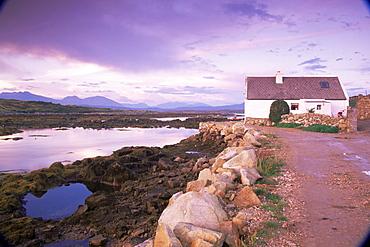 Cottage, Inishnee Island, County Galway, Republic of Ireland, Europe
