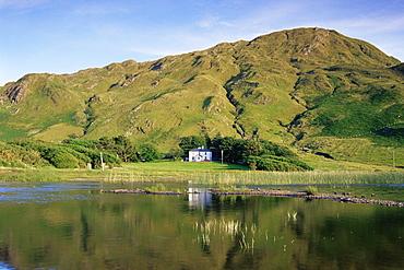 Benbaun Mountain and Kylemore Lake, Connemara National Park, County Galway, Connacht, Republic of Ireland, Europe