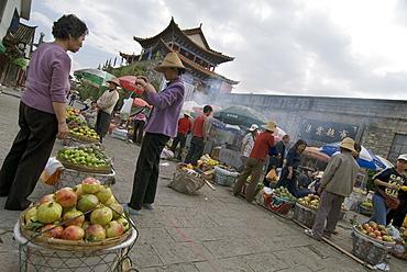 Produce market, North Gate, Dali, Yunnan, China, Asia