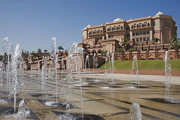 Fountains in front of the lavish Emirates Palace Hotel, Abu Dhabi, United Arab Emirates, Middle East