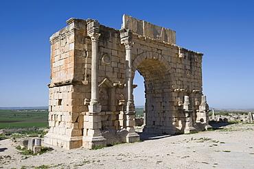 Triumphal Arch ruin, Volubilis, UNESCO World Heritage Site, Morocco, North Africa, Africa