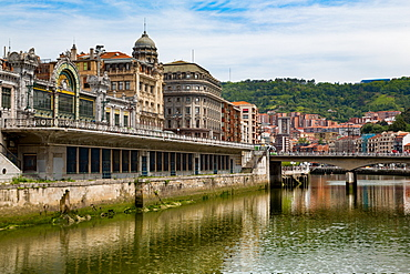 Bilbao-Abando railway station and the River Nervion, Bilbao, Biscay (Vizcaya), Basque Country (Euskadi), Spain, Europe